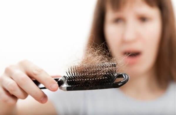 Saç dökülmesi sebepleri nelerdir Saç dökülmesi önlenebilir mi